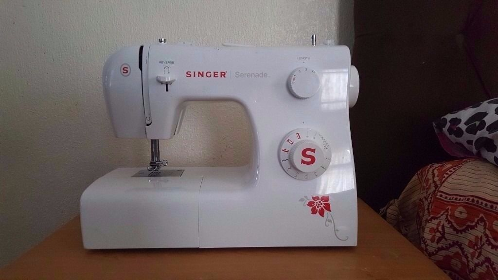 SINGER SEWING MACHINE BRAND NEW MINT CONDITION OFFER EXCEPT