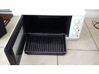 Russell Hobbs electric oven with hob and grill