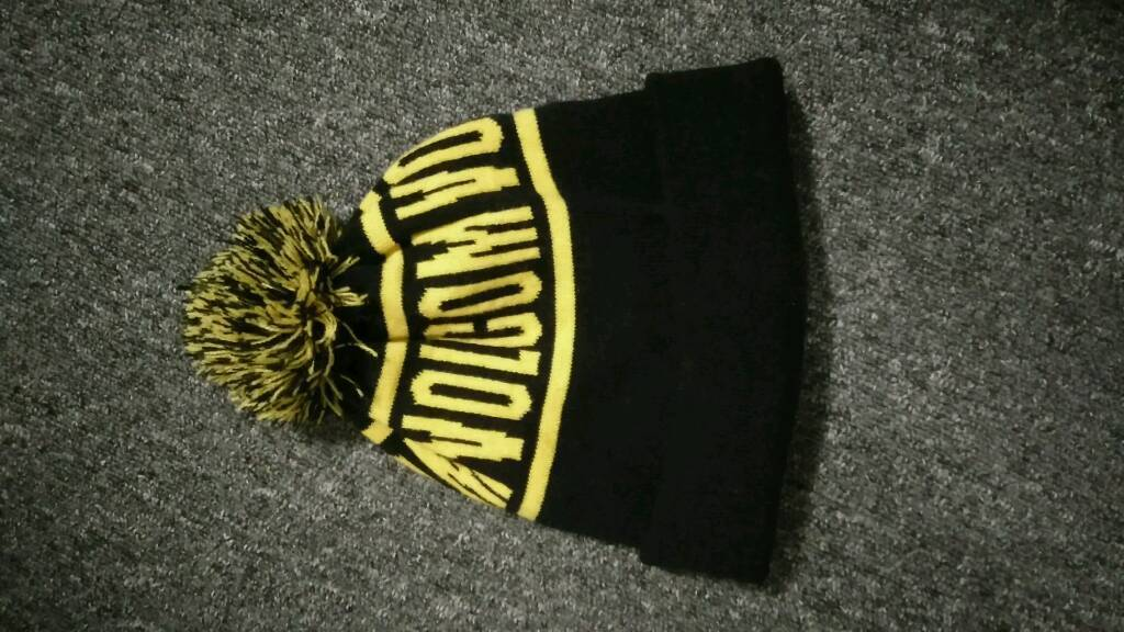 Volcom black and yellow bobble beanie