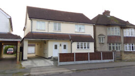 Large Spacious 3 Bed Flat, (Converted House) 2 off rd parking, Rail Station/High Street 10 Mins Walk