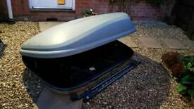 Top box for car with roof bars