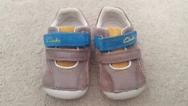 Clarks First Shoes Size 3 1/2 F Like New