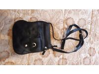 Cute little messenger bag without tags