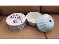 Ceramic mixing bowls and cake tin
