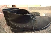 OFFICE IN LEATHER ALMOST NEW CONDITIONS ONLY £15!!! Size 44.5