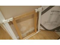 Baby Gate Wooden Push Fit With Acrylic Glass Effect Door