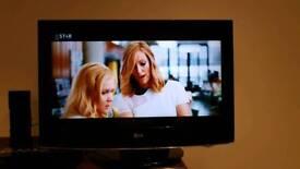 "LG 32"" Full HD TV, built-in Freeview"