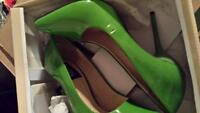 Green pointed toe pump size 5.5