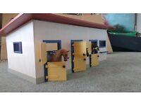 Schleich horse stable toy with horses
