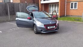 Peugeot 208 2013 F/S/H ** cheap insurance ** VERY good condition