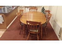 Extendable dining table with six chairs and cushions