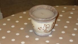 LAURA ASHLEY CANDLE IN A GLAZED EARTHENWARE POT. NEW