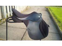 """Standard black T4 GP 17.5"""" Saddle adjustable gullet"""