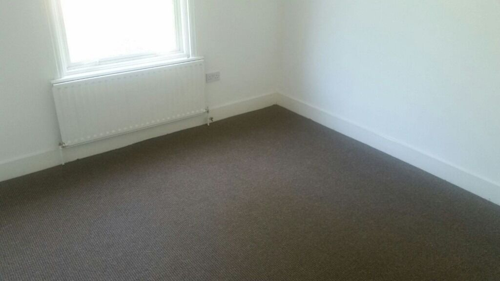 REFURBISHED 2 BEDROOM FLAT BY ILFORD HIGH STREET. *PART DSS ACCEPTED WITH GUARANTOR*