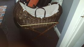 Wicker moses basket pod and stand