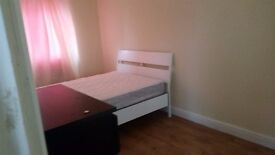 SINGLE ROOM WITH A DOUBLE BED