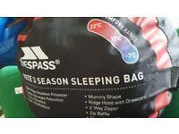 Trespass: Doze 3 season sleeping bag