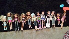 12 dolls plus accessories.
