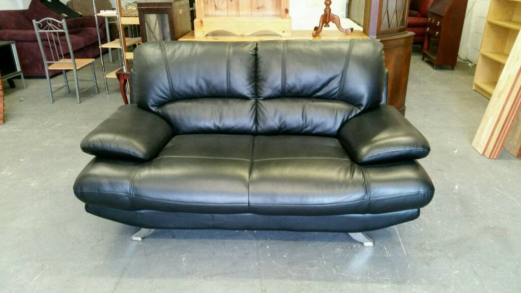 Modern Black leather 32 seater sofain Burnley, LancashireGumtree - Black leather 3 & 2 seater sofa very modern & comfortable We sell a large variety of hi end ex display sofas Based in Burnley with a delivery service viewing welcome dont hesitate to contact me on 07463663200