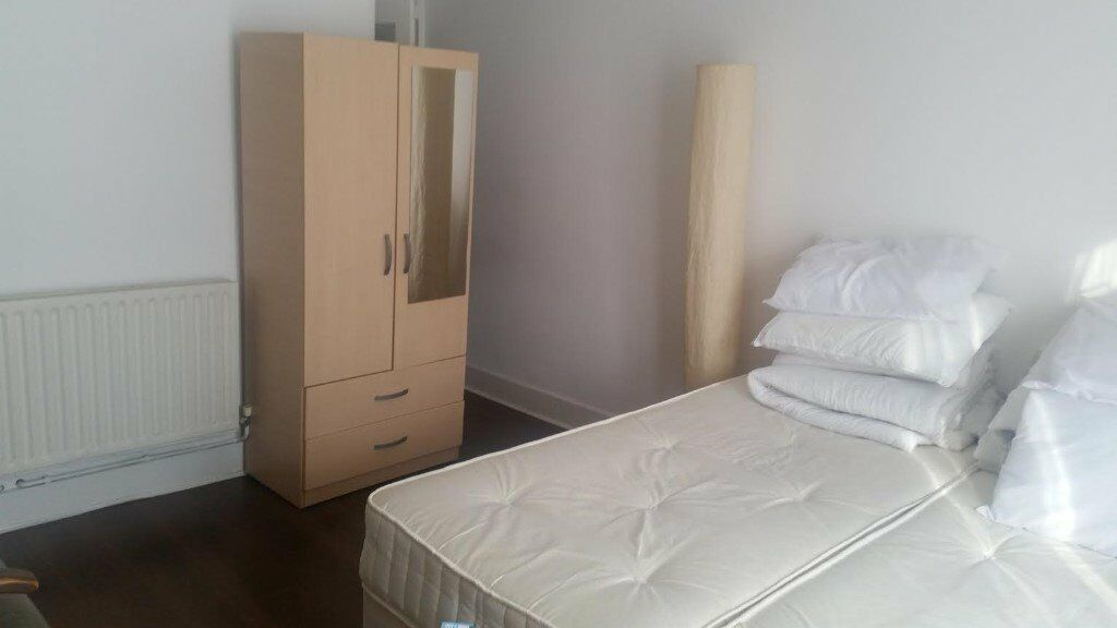 LARGE DOUBLE BEDSIT, LEIGHTON GARDENS, KENSAL GREEN, NW10