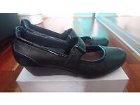 Clarks Black Real Leather Shoes size 7