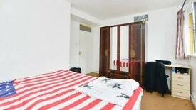 Colorful Double Room in Aldgate area