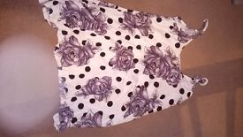 Ladies Black and White floral top 12/14