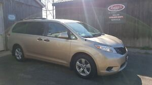2011 Toyota Sienna V6, Alloys, Service Records!