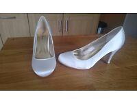 Brand new Ivory Satin court shoe size 6