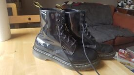 Black patent 1460 Dr Martens. Size 6 Docs great condition - need to be broken in and loved.
