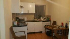 2bed flat in easton