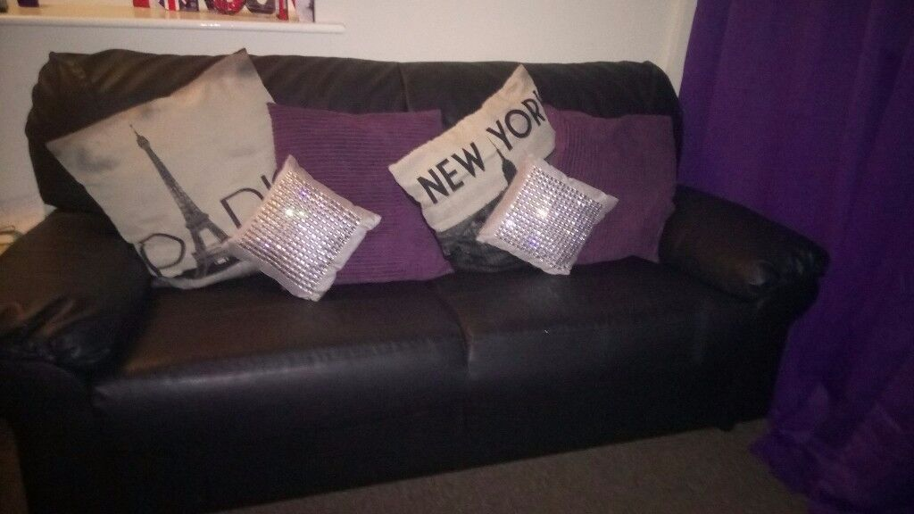 Mint condition 3 seater leather sofa