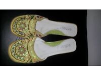 Womens size 5 green slipper shoes with kitten heals