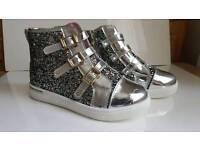 Brand New Girls Silver Glitter Boots