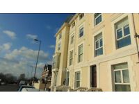 TWO BED FLAT TO LET £800 PER MONTH