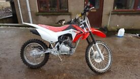 HONDA CRF125f 2017 Seen next to no use (open to offers)