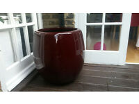 Elegant dark red plant vases in excelletn condition