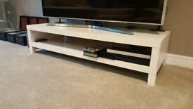 Tv unit in white