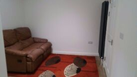 £800 ALL BILLS INCLUDED. 3 MINUTES TO STATION AND 15 MINUTES TO LONDON BRIDGE AND CHARING CROSS