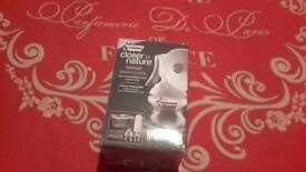 Tommee tippee manual breast pump kit.