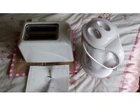 Electric 2 slice toaster and kettle