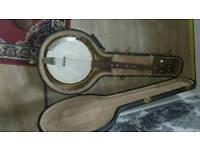 Tenor banjo good tone with hard case