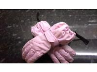 Size small, 8 - 10 yr pink ski gloves.