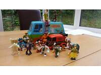 Assorted Scooby doo vehicle's and characters