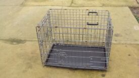 MEDIUM SIZED PET CARRIER CRATE METAL WITH PLASTIC TRAY