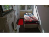 Single room to rent in house-share E14
