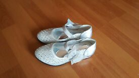 NEW Beautiful princess shoes size EU31