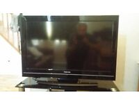 """Toshiba 32"""" led TV and DVD player+remote controls"""