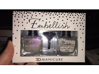 Nail vanish with pearls beads