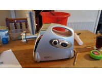 Electric meat mincer